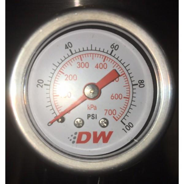 DeatschWerks Benzindruckanzeige